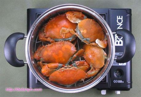 Ginataang Alimango (Spicy Crab in Coconut Milk)